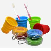 Foldbar kopp / krus av silikon med oppbevaringsetui og karabinkrok